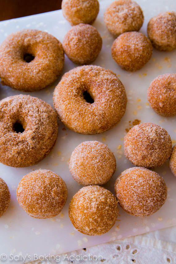 Sidra de Manzana Donuts. Al horno, no frito | sallysbakingaddiction.com
