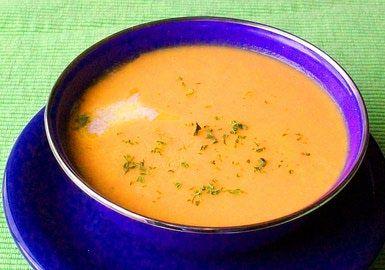 Crema de zanahoria: salud en forma de sopa: La humilde zanahoria se vuelve elegante cuando se convierte en esta rica sopa cremosa.
