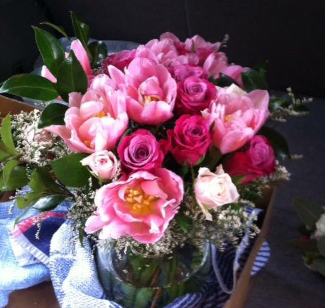 Signing table posy.