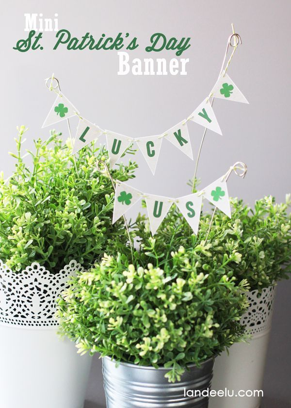 Mini St Patrick's Day banner - add an easy, cute and fun touch to your St. Patrick's Day Holiday Home decor!
