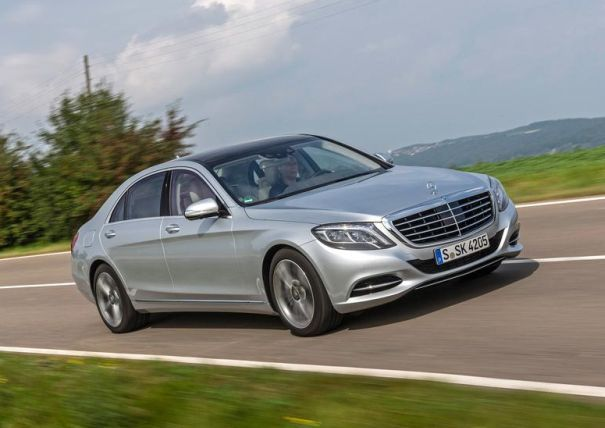 http://2016electriccars.com/2016-mercedes-s550-plug-in-hybrid-price-and-specs/ Mercedes S-class has been one of the most popular vehicles among the business people in Europe, but it also has its fans in North America. The S-class has a tradition for more than 50 years and it is one of the best-selling models in Mercedes lineup. With introduction of 2016 Mercedes S550 Plug-In Hybrid they have managed to widen their lineup and offer new model that will attract additional number of buyers.
