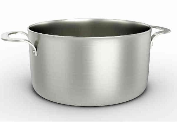 Panelas de alumínio podem liberar o metal durante o cozimento. Fonte: Thinkstock   Para cozimentos rápidos (frituras).