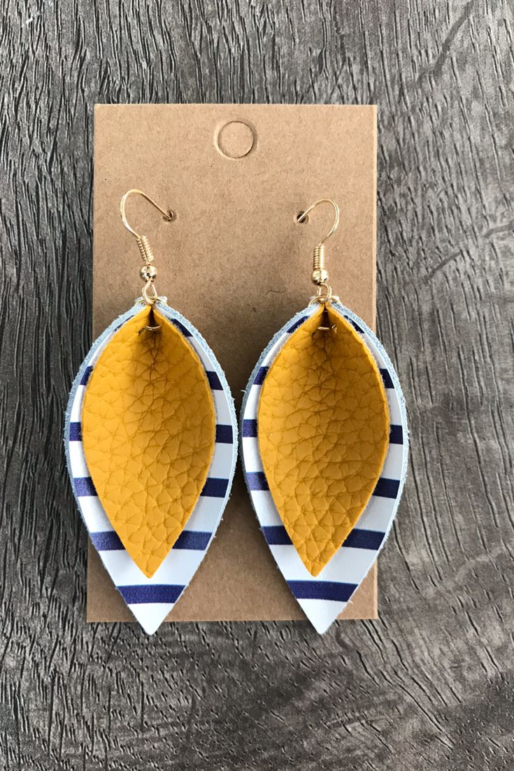 Pendientes mostaza, azul marino y cuero blanco, pendientes de otoño, pendientes a rayas, capa …