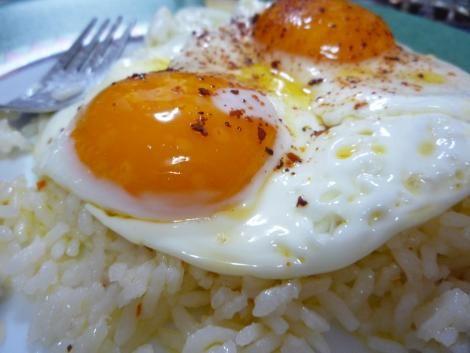 Mmmmm el clásico arroz con huevo :)