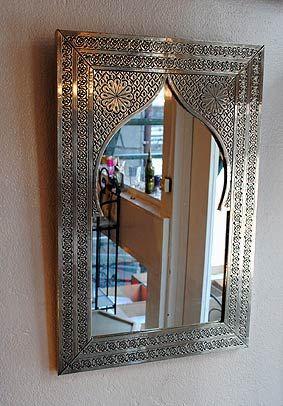 marocke zrkadlo, always handmade :) http://www.maroko-dekor.sk/shop/orientalne-zrkadla-sk-sk/mosadzne-zrkadlo-safya-37-x25-cm-strieborne/