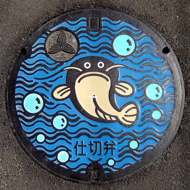 """マンホールカバー、 Manhōrukabā, """"manhole cover,"""" in Japanese Japanese manhole cover"""