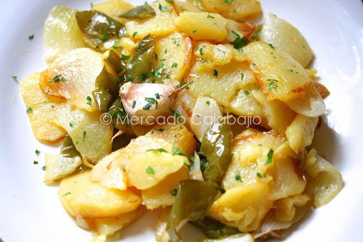Receta de patatas a lo pobre, la guarnición con mayúsculas - Mercado Calabajío