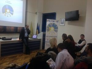 """Miercuri, 27 noiembrie, a avut loc la Timișoara prezentarea proiectului""""10 pentru Europa"""".Gazdele întâlnirii au fost Liviu Cocean, președinte TNL Timișoara și Eugen Grigoroiu, președintele CSL Timișoara. """"10 pentru Europa este proiectul care dă tinerilor șansa de a demonstra că sunt o resursă esențială pentru Partidul Național Liberal. Înscriindu-vă în proiect, puteți propune soluții care să […]"""