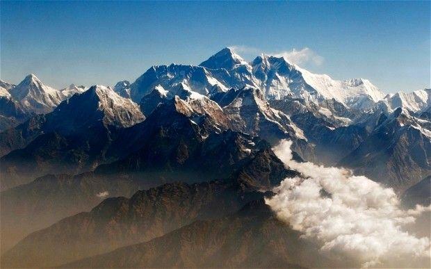 Salji Gunung Everest Runtuh - 9 Maut 5 Masih Hilang. Sembilan pemandu pendaki (Sherpa) warga Nepal disahkan terbunuh manakala lima lagi masih hilang
