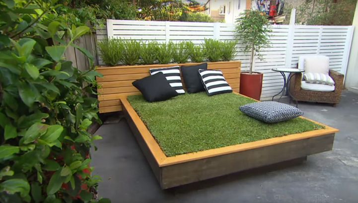 Many people love to relax by lying on the grass and taking in the warm sunshine. But what if your yard is made of concrete? With this obstacle in mind, Jas