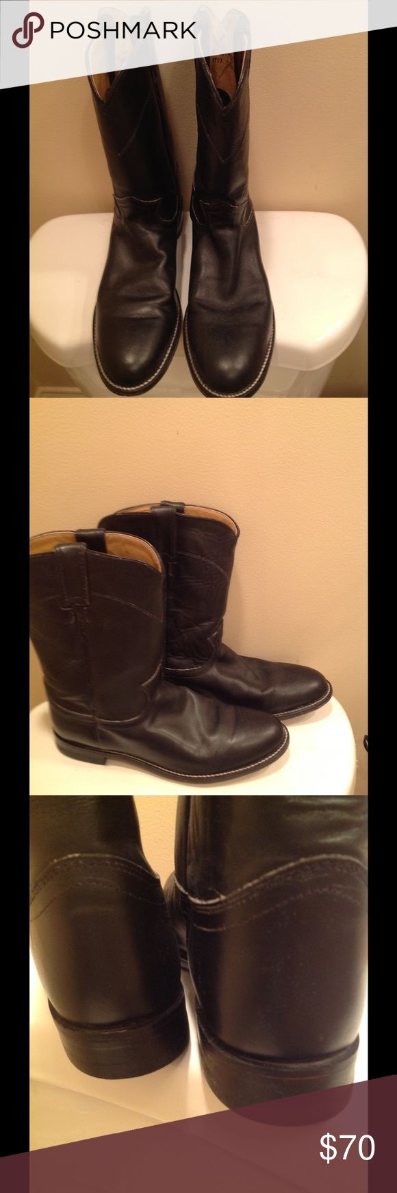 JUSTIN ROPER BOOTS These boots have sat Idle in my closet for about 4 years. They have been very gently worn and are leather uppers and sole. There are many good years of use in the nice boots.  The size is 9 1/2B. Justin Shoes