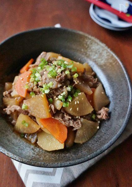 牛小間切れ肉と、大根やニンジンなどの根菜を醤油ベースの味付けでじっくり煮込みました。仕上げにオイスターソースを加えて、コクをUP!濃いめの味付けなので白いご飯が進みます。