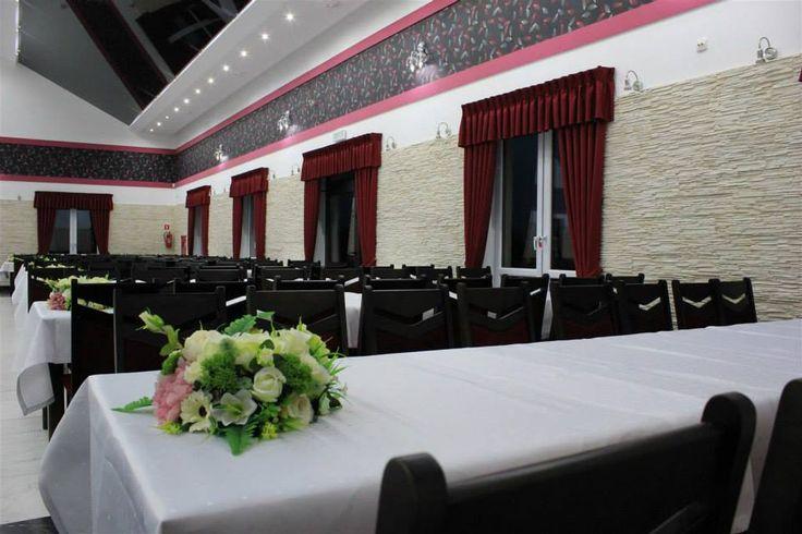 Sala weselna Pawie Oczko Tylice/Nowe Miasto Lubawskie Dekoracje światłem #weddingplanner #decoration #light #white pawieoczko.eu/