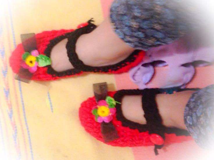 Balerina con moño y flores crochet