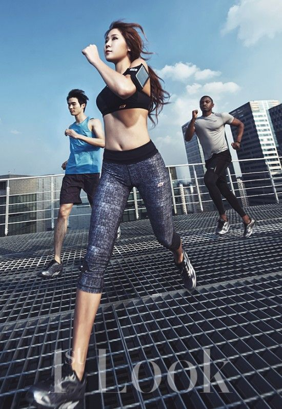 """SISTAR's Soyu Shows Off Her Athletic Body in Fitness Photoshoot for """"1st Look"""" 