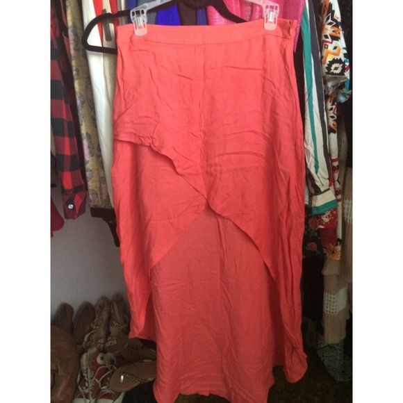 Coral skirt High low coral skirt with zipper. Very good for beach days 🌊 wrinkles come out with a good dry or steam! ⚠️price drop! ⚠️ Forever 21 Skirts