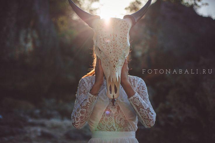 Хочется с вами поделиться частичкой нашей волшебной фотосессии в стиле Бохо, которую мы организовали для Ильи & Лены! Смотрите полную фотосессию ребят на нашем сайте FotoNaBali.ru