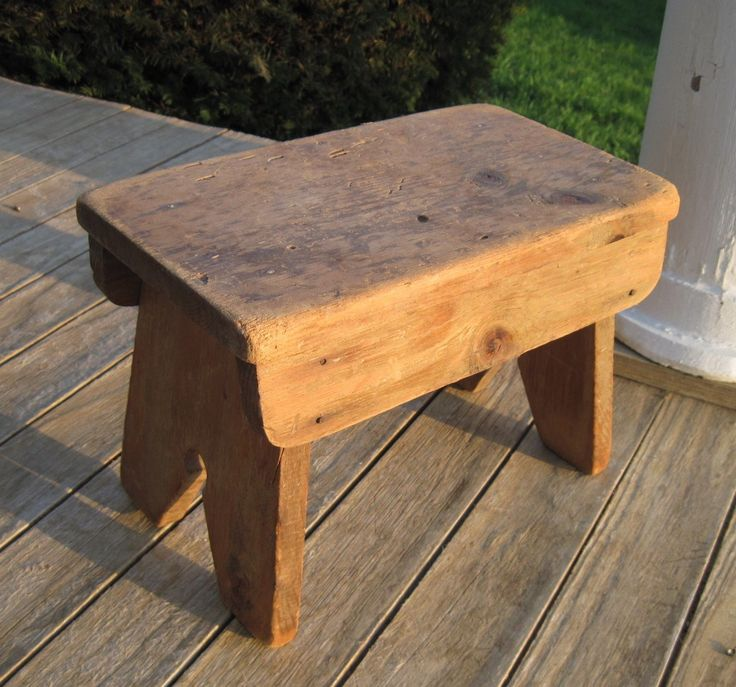 small stool I like the key hole on the legs diddle dumpling June 2011 & 1112 best VINTAGE AND ANTIQUE WOODEN BENCHES AND STOOLS images on ... islam-shia.org