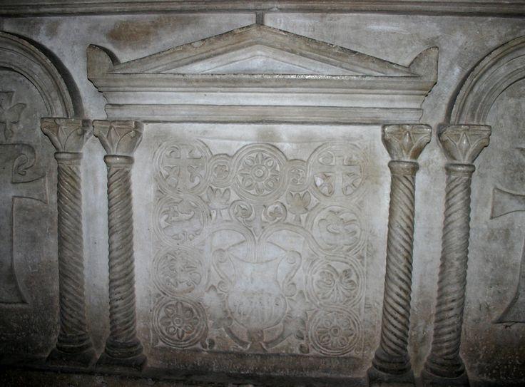 Cappella di Sant'Aquilino, basilica di San Lorenzo, Milano. Il sarcofago paleocristiano (dettaglio). III secolo