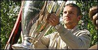 Милан остается лучшим итальянским клубом по опубликованному в феврале рейтингу Международной Футбольной Федерации Истории и Статистики (IFFHS). Он находятся в пятом месте, тогда как ближайший соперник – Ювентус 9-ый. При составлении рейтинга рассматривался период с 1 марта 2002 года по 28 февраля 2003. Возглавляет рейтинг Манчестер Юнайтед. Вторым расположился Мадридский Реал, третим – Арсенал.