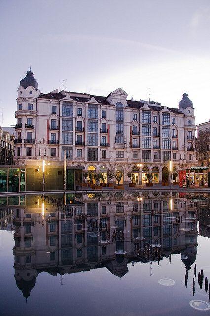 Amanecer en el centro de #Valladolid.    Por Weiko Roberto