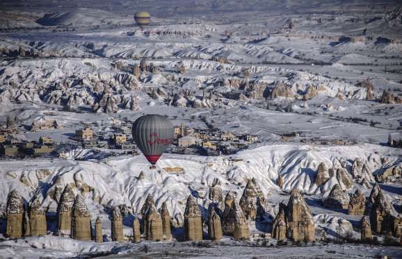 Cappadoce, Turquie Les phénomènes géologiques de Cappadoce vous donneront l'impression que la région vient d'une autre planète. Cappadoce est aussi célèbre pour ses rencontres de montgolfières. Murat Kaya/Anadolu Agency/ Getty Images