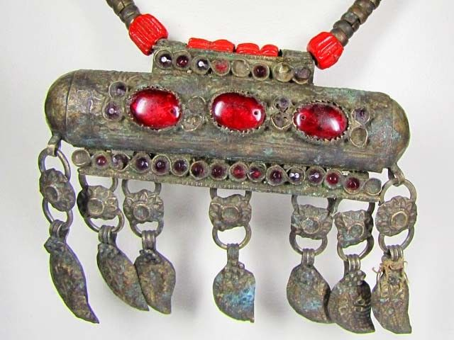TRADITIONAL TUBULAR TIBETAN SILVER NECKLACE  522 CTS TR 880    CHARMING AGED TRIBAL FASHION FROM TIBET JEWELLERY, FROM JEWELLERYAUCTIONED.COM