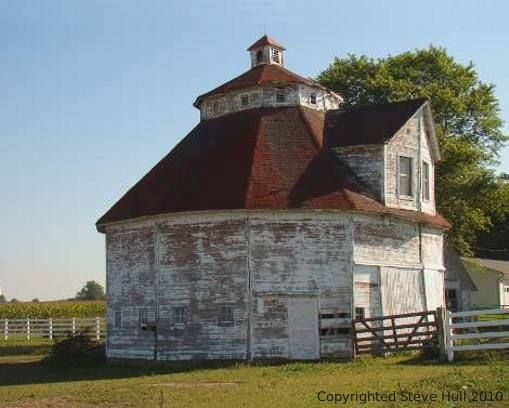Wonderful old barn in Shelby County