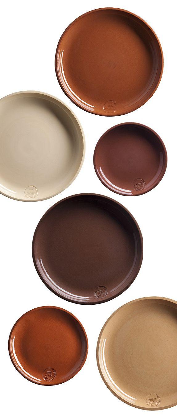 Clay service plates by Lonny van Ryswyck and Nadine Sterk (Atelier NL) for Royal Tichelaar Makkum - http://www.wannekes.com/en/68-clay-service-atelier-nl-thomas-eyck-tichelaar-makkum/-/.