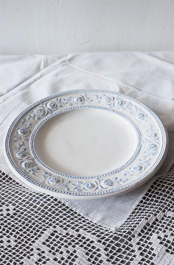 Keramický talíř s modrým dekorem