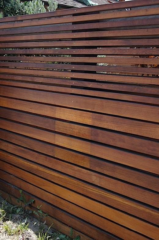 Use this idea, but start bottom with sheet of 8' wide x 4' tall plywood, then add thin strips of plywood on top to reach 6' tall. Contemporary Landscape Design schutting wood hout strak modern tuin