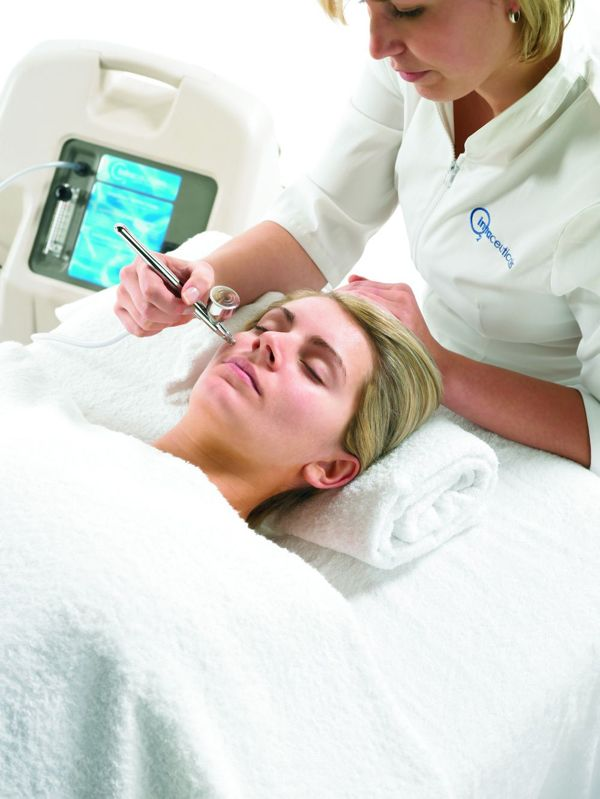 Intraceuticals oxygen facial http://beautyeditor.ca/2013/11/19/oxygen-facial-does-it-work/