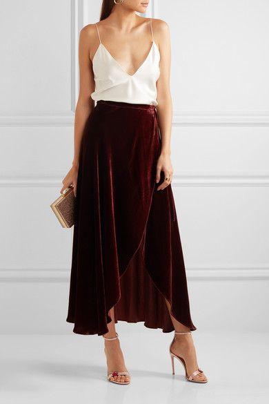 Die Absatzhöhe beträgt etwa 105 mm  Satin in Altrosa, Leder in Rot und Silber  Knöchelriemen mit Schnallenverschluss  Designerfarbe: Rosa   Hergestellt in Italien