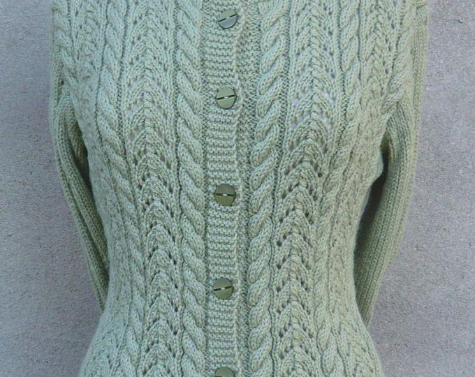 Gilet ou Veste Femme En laine Coloris Vert Très beaux points fantaisie et torsades Taille 38 - 40 Tricoté à la main
