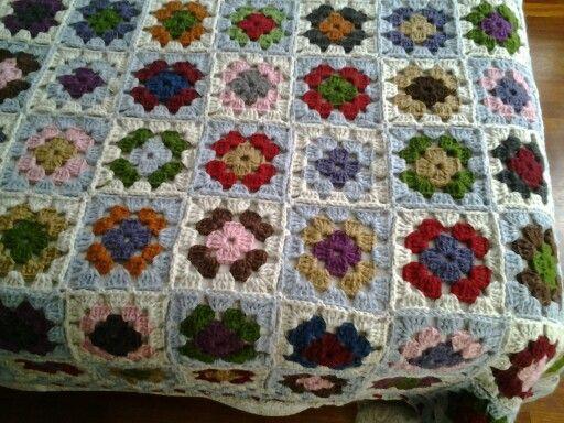 Dilek Kaya Afgan motifleri damalı battaniye