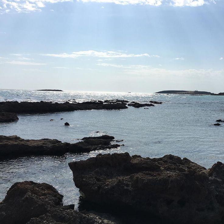 #TBT Spiaggia di Elafonisi a Creta. Luoghi che ti entrano nel cuore #igerscrete #ig_crete #elafonisibeach #ayearago #seaview #sea #greece #crete