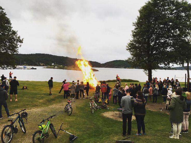 Hyggelig St.Hans feiring med mange folk på Tingsaker Camping