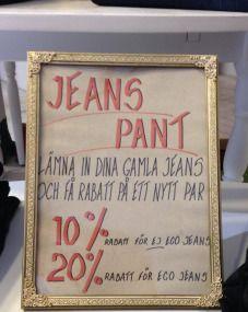 """""""På den ekologiska butiken Uma Bazaar i Malmö får man rabatt på nyköp av jeans i ekologisk bomull om man lämnar sina gamla slitna jeans. Dina utslitna byxor kommer att få nytt liv i ny skepnad via olika projekt och verksamheter och bli väskor, kassar, necessärer mm."""""""