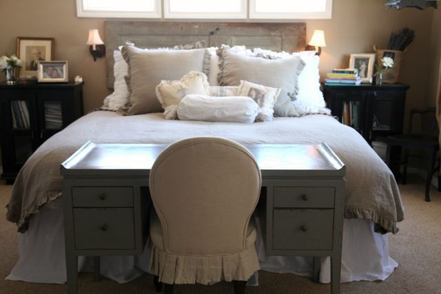 love the idea of a desk at the foot of the bed!