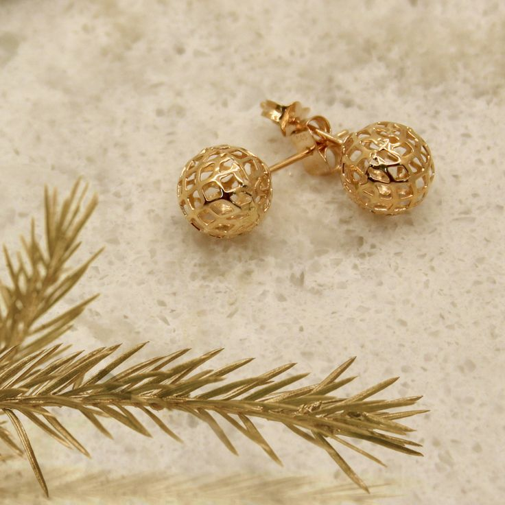 Gorgeous gold earrings. The perfect holiday gift.  #earrings #gift #gold