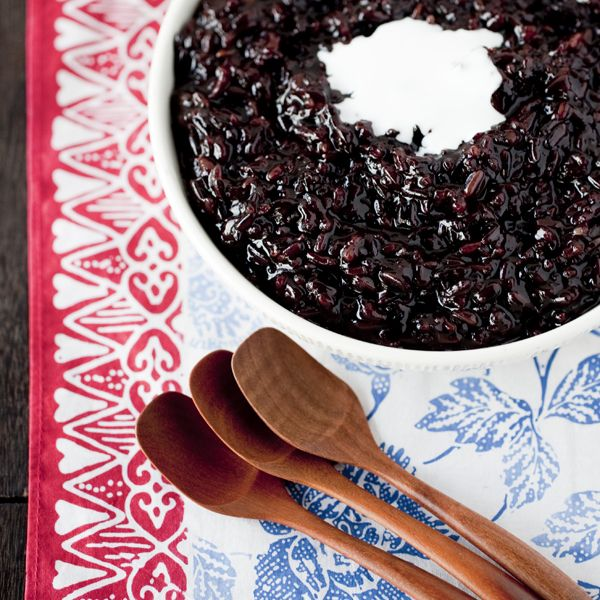 Black Rice Pudding INGREDIENTS 1 cup black rice 4 cups water 1/4 cup sticky rice (optional) pinch sea salt 1 vanilla pod 1/2 cup palm/coconut sugar coconut cream or coconut milk optional: shaved coconut, vanilla ice cream