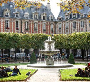 Balade - Place des Vosges et maison Victor Hugo dans le Marais. #placedesvosges #paris #france