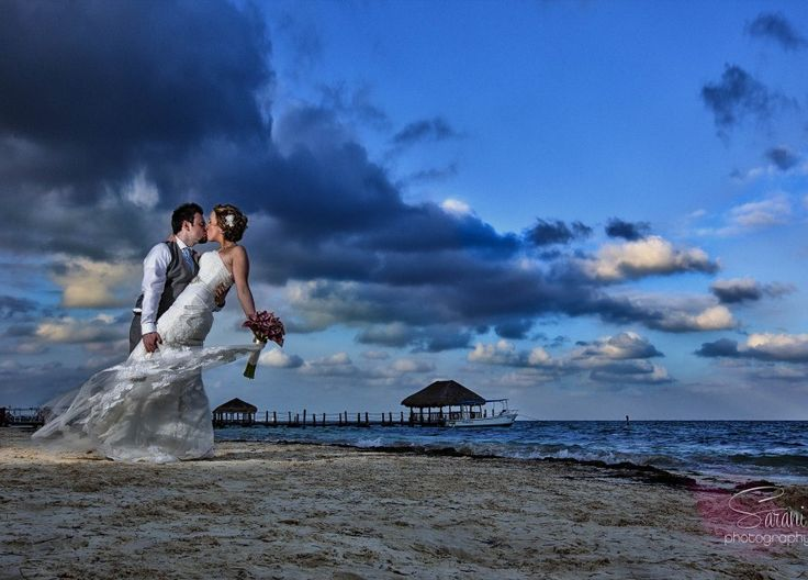 You can't beat the wonderfully saturated skies in Riviera Mexico. http://bit.ly/1VCyPpX #lizmooreweddings