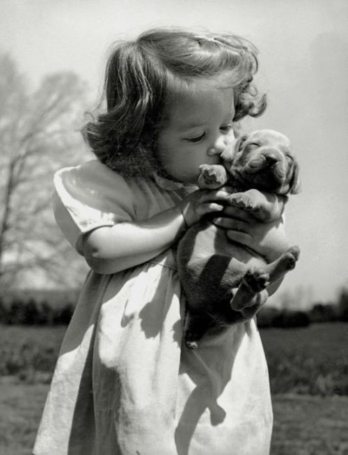 too much adorable for one picture!: Little Girls, Best Friends, Pet, Puppys Love, Old Pictures, Kids, Sweet Kiss, Old Photo, Animal