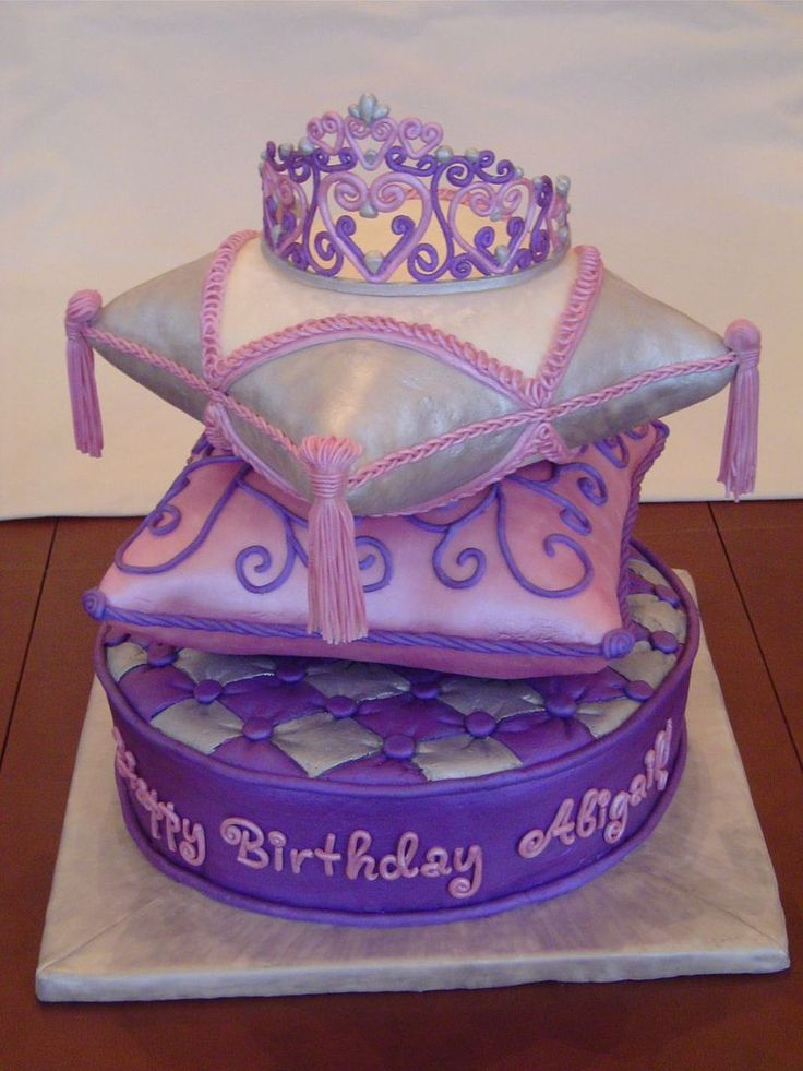 Pillow cakes with Tiara
