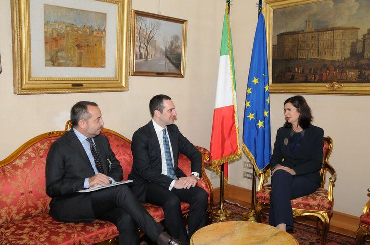 La Presidente Boldrini accoglie il Presidente Spadafora e il giornalista Franco Di Mare per un primo saluto.