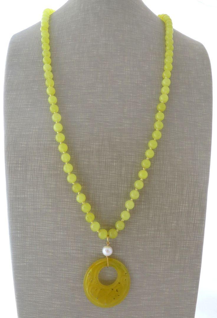 Collana con pendente in giada gialla incisa e perla, orecchini pendenti gioielli pietre dure, bijoux fatti a mano : Collane di sofiasbijoux