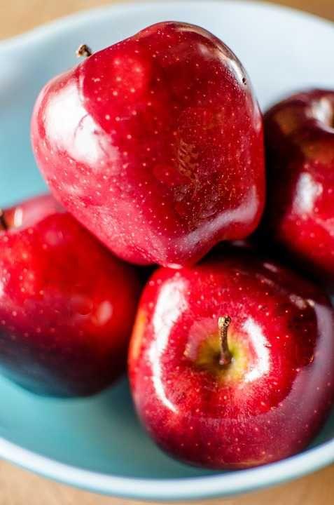 Poster & Download: Apples obst Rot apfel Bowl of Single Kategorien: landschaften, apples, fruit, red, apple, bowl, of, single, food, healthy, diet, delicious, nutrition, sweet, freshness, fresh, juicy, ripe, snack, tasty, vitamins, natural