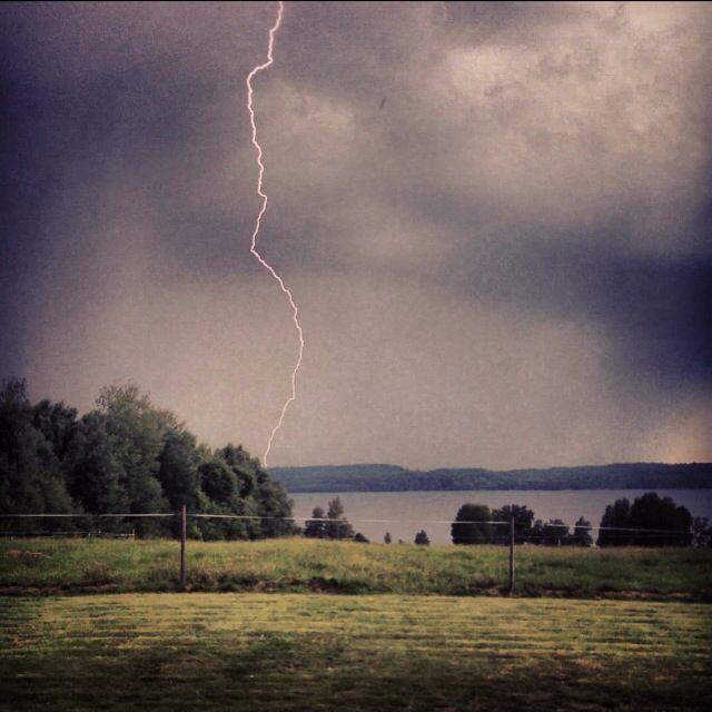 Lightning. Lake Unden.