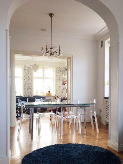 Transparent Pudeln stol. Plast, polykarbonat, kök, matsal, vardagsrum, hall, möbler, inredning.